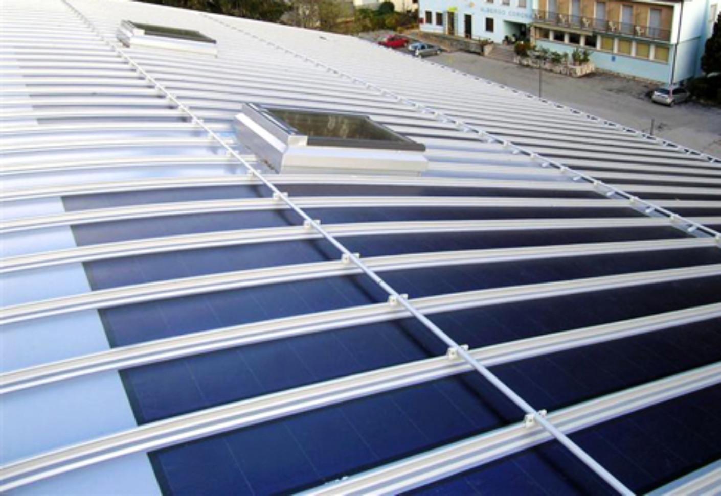 Pin năng lượng mặt trời tích hợp trên hệ thống mái